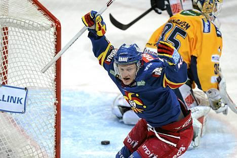 Teemu Pulkkisen tuuletuksia nähtiin Jokereiden paidassa kaudella 2012-13.