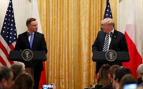 Andrzej Duda ja Donald Trump keskustelivat tiistaina Washingtonissa.