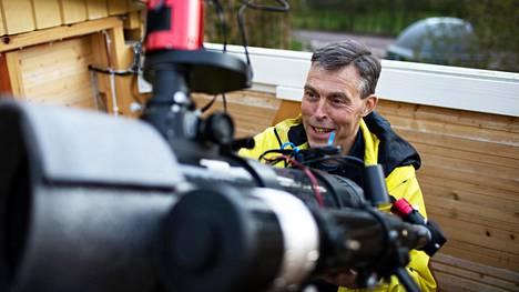 Harrastajakuvaaja Pekka Simell kuvaa tähtisumuja aina, kun sää sallii.