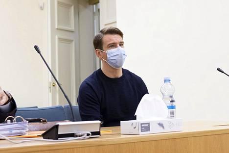 Näyttelijä Aku Hirviniemi hovioikeudessa marraskuussa.
