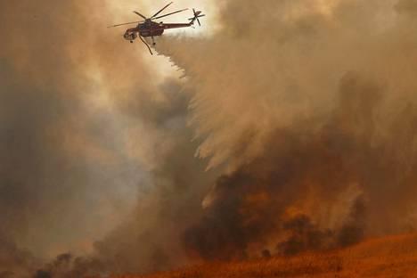 Maastapaloa sammutettiin Orangessa Kaliforniassa 9. lokakuuta.