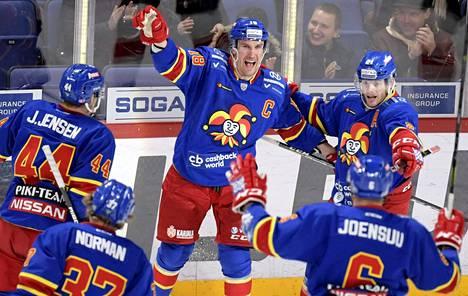 Sami Lepistö laukoi Jokerien voittomaalin Sibirin verkkoon. Näin hän juhli maalia Avangaard Omskia vastaan 21. marraskuuta.