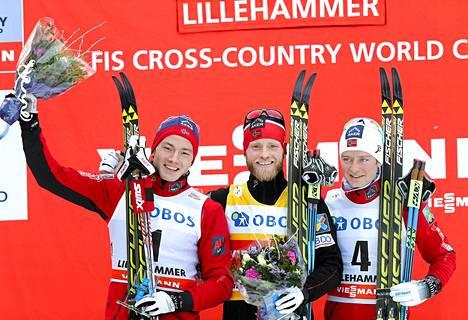 Norja on hallinnut alkukauden hiihtokisoja. Martin Johnsrud Sundby (kesk.), Finn Haagen Krogh (vas.) ja Sjur Roethe veivät mitalisijat Lillehammerissa 7. joulukuuta.