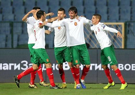 Bulgarian pelaajat juhlivat maaliaan Kosovoa vastaan kesäkuussa. Bulgaria hävisi ottelun 2-3.