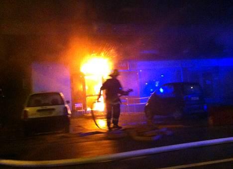 Palo ei päässyt etenemään kattorakenteisiin tai muihin tiloihin. Kuva on lukijan ottama.