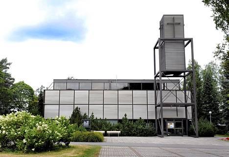 Kouvola nousi uudessa kyselyssä Suomen tylsimmäksi kaupungiksi. Kuvassa on Kouvolan keskuskirkko ja sen teräksinen kellotapuli.