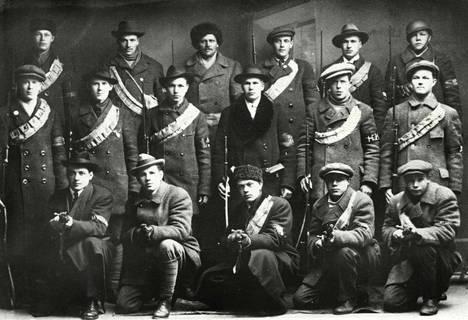 Helsingin punakaartilaisia kuvattuna vuonna 1918.