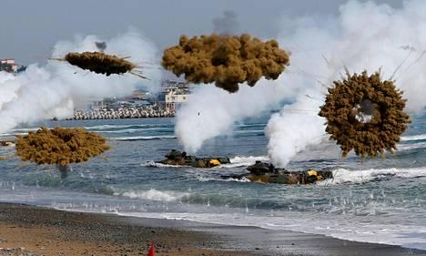 Etelä-Korean merijalkaväki harjoitteli maihinnousua Pohangissa maanantaina.