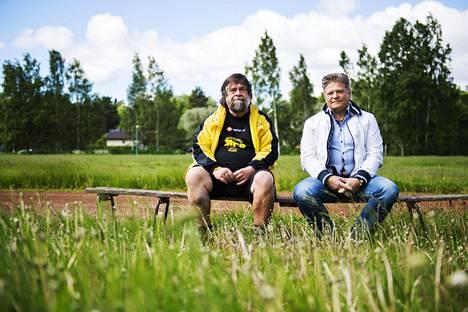 MPS:n varapuheenjohtaja Jukka Airaksinen (vas.) ja toiminnanjohtaja Vellu Rinne puuhaavat seuralle uutta kenttää.