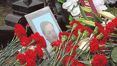 Verojuristi Sergei Magnitskin hauta Moskovassa marraskuussa 2009.