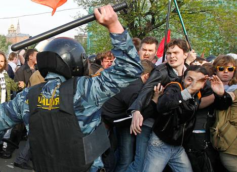 Presidentti Vladimir Putinin vastainen mielenosoitus yltyi mellakaksi Moskovassa toukokuun alussa.