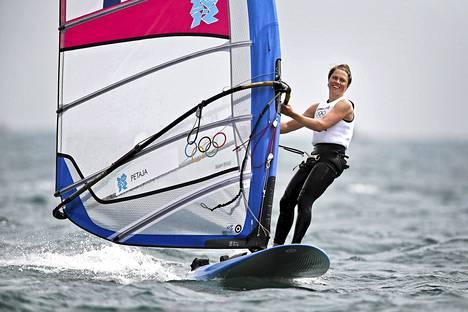 Tuuli Petäjä-Sirén sai hopeaa purjelautailun RS:X-olympialuokassa Lontoossa kesällä 2012.