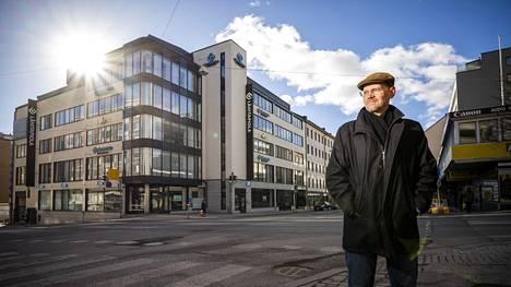 Turkulaisrikoksista kirjoittaneen Rauno Lahtisen takana on tontti, jossa tuhopoltossa tuhoutunut Mini-Hinta-tavaratalo sijaitsi.