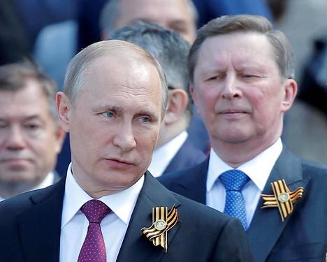Venäjän presidentti Vladimir Putin (vas.) ja Sergei Ivanov Moskovassa toukokuussa.