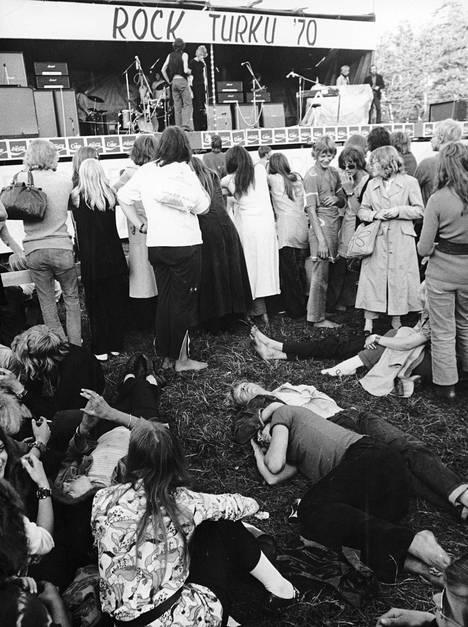 Ruissalosta ei ole puuttunut musiikinnälkäistä yleisöä. Vaikka Turun pop- ja rockfestivaalit ovat koonneet kolmattakymmentä tuhatta kuulijaa, tunnelma on ollut rauhallinen.