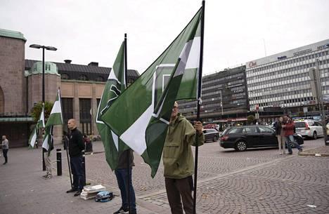 Pohjoismainen vastarintaliike osoitti mieltään Asema-aukiolla 10. syyskuuta.