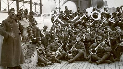 Vuonna 1917 pelkästään afrikkalais-amerikkalaisista sotilaista koostuva rykmentti liittyi taisteluihin Ranskan johdolla.