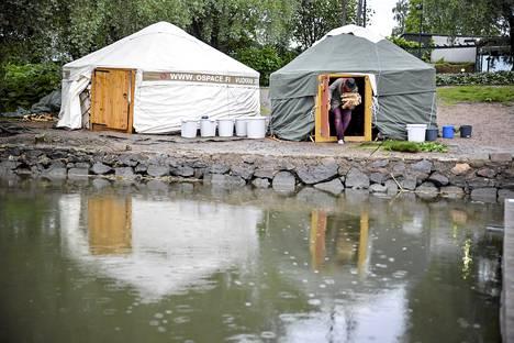 Kesällä 2014 jurtassa saattoi myös saunoa Töölönlahdella.