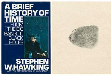 Christie's-huutokauppa myy muun muassa Stephen Hawkingin sormenjäljellään signeeraamaa Ajan lyhyt historia -kirjaa.