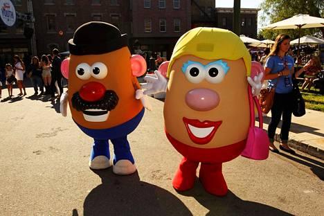 Herra ja Rouva Perunapää viihdyttivät Universal-studioiden vieraita Kaliforniassa vuonna 2013. Nämä hahmot säilyvät entisellään, mutta Mr. Potato Head -tuoteperhe on jatkossa Potato Head -tuoteperhe.