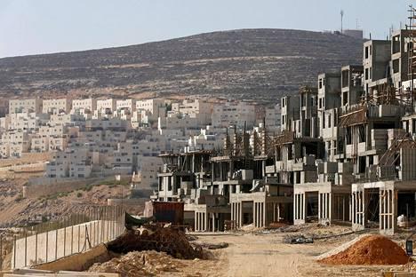 Israelilaisasuntoja rakennettiin Länsirannan alueelle lokakuussa 2013.