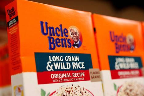 Uncle Ben'sin omistajan Marsin mukaan brändin nimi on peräisin teksasilaiselta riisinviljelijältä ja brändikasvona on chicagolainen kokki ja tarjoilija Frank Brown.