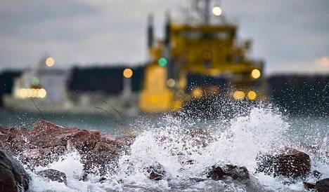 Seija-myrsky vaikeutti lauttojen kulkua Paraisten ja Nauvon välillä joulukuussa. Myrsky muun muassa katkoi sähköt kymmeniltätuhansilta talouksilta Suomessa.