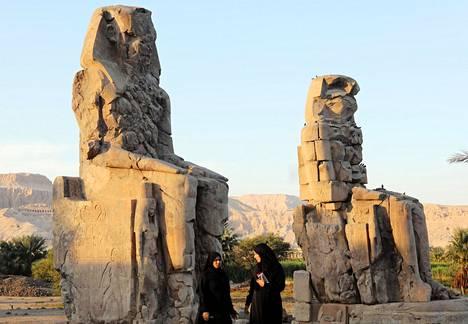 Memnonin kolossit Thebassa, Luxorin vieressä, on ainoa jäänne faarao Amenhotep III:n 1300-luvulla ennen ajanlaskun alkua rakennuttamasta temppelistä.