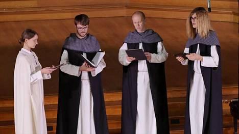 Heinavanker-lauluyhtye tunnetaan erityisesti hengellisten kansanlaulujen esittäjänä.