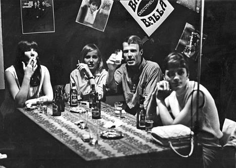 Baarielämää heinäkuussa 1966.