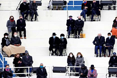 Vieraat oli sijoiteltu etäälle toisistaan. Kutsuttuina olivat kongressin 535 jäsentä, jotka saivat ottaa yhden seuralaisen. Lisäksi vieraana oli muun muassa entisiä presidenttejä puolisoineen.
