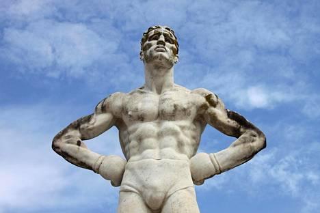 Internetin kulttuurisodassa yritetään määritellä uudelleen, mitä on olla mies. Kuvan patsas ei liity juttuun, mutta huomaa piilotettu penis.
