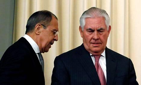 Sergei Lavrov ja Rex Tillerson tiedotustilaisuudessa keskiviikkona.