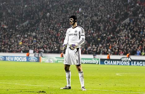 Chelsean maalivahti Petr Cech joutui pettymään ottelussa Leverkusenia vastaan.