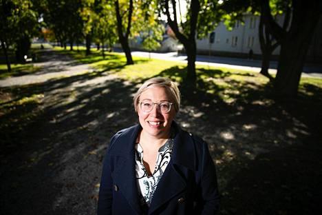 Lastenpsykiatriaan erikoistuva lääkäri Riikka Riihonen on seurannut työssään lasten kasvua ja pohtinut myös koulukyselyn esiin tuomia ilmiöitä.