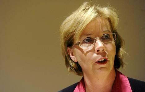 Anna-Maja Henriksson epäilee, että hoidon maksajasta voisi syntyä kiistaa kuntien ja valtion kesken.