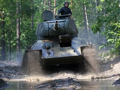 Mikael Jungnerin uusi menopeli on neuvostomallinen T-34 -tankki.