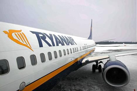 Ryanairin Boeing 737 lentokone Tampereen Pirkkalan lentokentällä 2009.