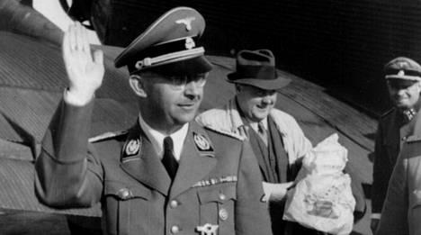 Heinrich Himmler oli muun muassa SS-joukkojen ja Gestapon komentaja.