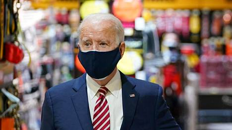 Presidentti Joe Biden vieraili 9. maaliskuuta washingtonilaisessa W.S. Jenks & Son -rautakaupassa.