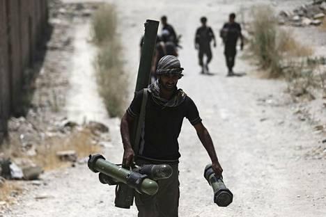 Venäjä on ollut yhteydessä useisiin Syyrian hallitusta vastaan taisteleviin oppositioryhmiin. Kuvassa Vapaan Syyrian Armeija (FSA) -oppositioryhmän taistelija.
