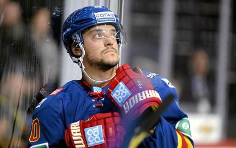 Juhamatti Aaltonen teki Jokerien avausmaalin Tseljabinskiä vastaan.