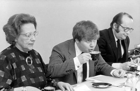 Kalevi Sorsan kolmannen hallituksen ministereitä vuonna 1982: sosiaali- ja terveysministeri Marjatta Väänänen, Opetusministeri Christoffer Taxell ja oikeusministeri Jacob Söderman.
