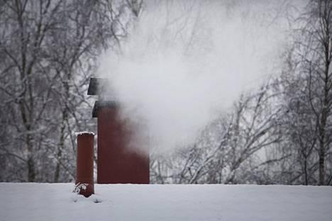 Tutkimusten mukaan puun pienpoltto on suurin pienhiukkasten päästölähde Suomessa.