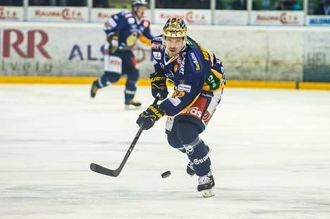 Ville Vahalahti teki Lukon 2–2-tasoituksen, mutta raumalaiset hävisivät voittolaukauskilpailussa. Kuva on viime huhtikuulta.