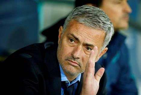 Ylpeä Jose Mourinho teki mahalaskun.