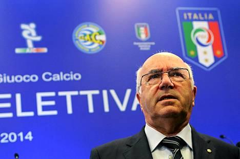 Carlo Tavecchion ensimmäisiä tehtäviä puheenjohtajana tulee olemaan Italian maajoukkueen päävalmentajan nimeäminen eronneen Cesare Prandellin tilalle.