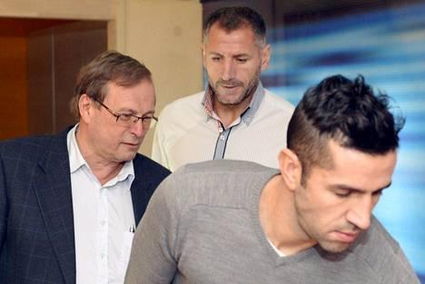 Markku Hynninen (vas.), Shefki Kuqi (takana) ja Pablo Counago tiedottivat PK-35:n omistusjärjestelyistä viime vuoden marraskuussa.