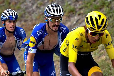 Ranskan Julian Alaphilippen (kesk.) talli Deceuninck-Quick-Step keräsi tämän vuoden Tour de Francen suurimmat sakot. Egan Bernal voitti kilpailun. Espanjan Enric Mas kuvassa vasemmalla.