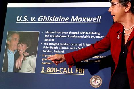 New Yorkin syyttäjä Audrey Strauss esitteli heinäkuun alussa tiedotustilaisuudessaan arkistovalokuvaa Jeffrey Epsteinista ja Ghislaine Maxwellista.